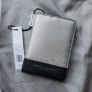 NWT Marc Jacobs Passport Wallet
